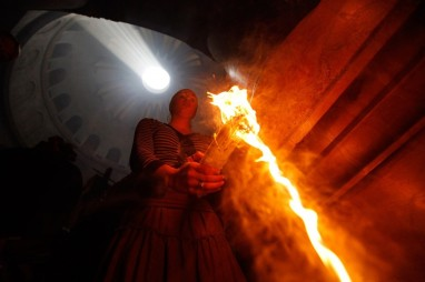 Jerusalem, Holy Saturday, Uncreated Light from Christ's Tomb