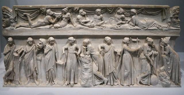 Louvre-Les_Muses_sarcophagus_Louvre_MR880