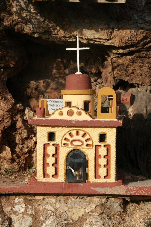 Roadside-shrines-in-Greece-4-2