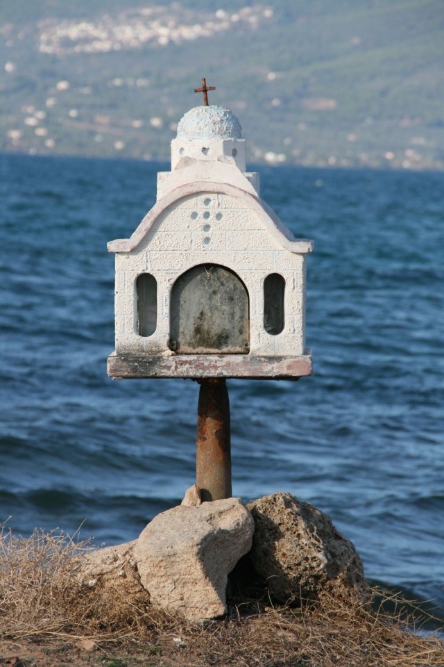 Roadside-shrines-in-Greece-5